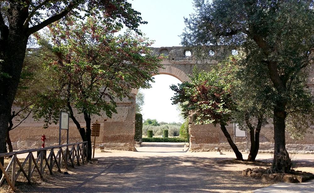 ヴィッラ・アドリアーナの入り口