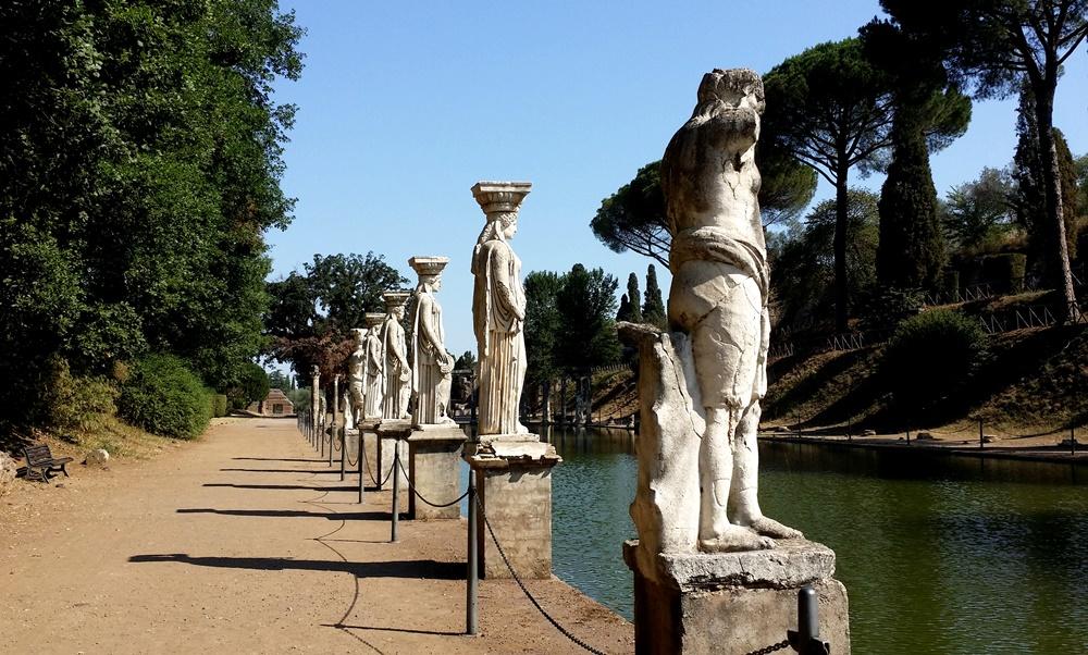 カノプスの石像
