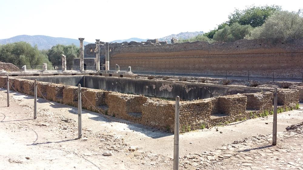 ヴィッラ・アドリアーナの養魚池