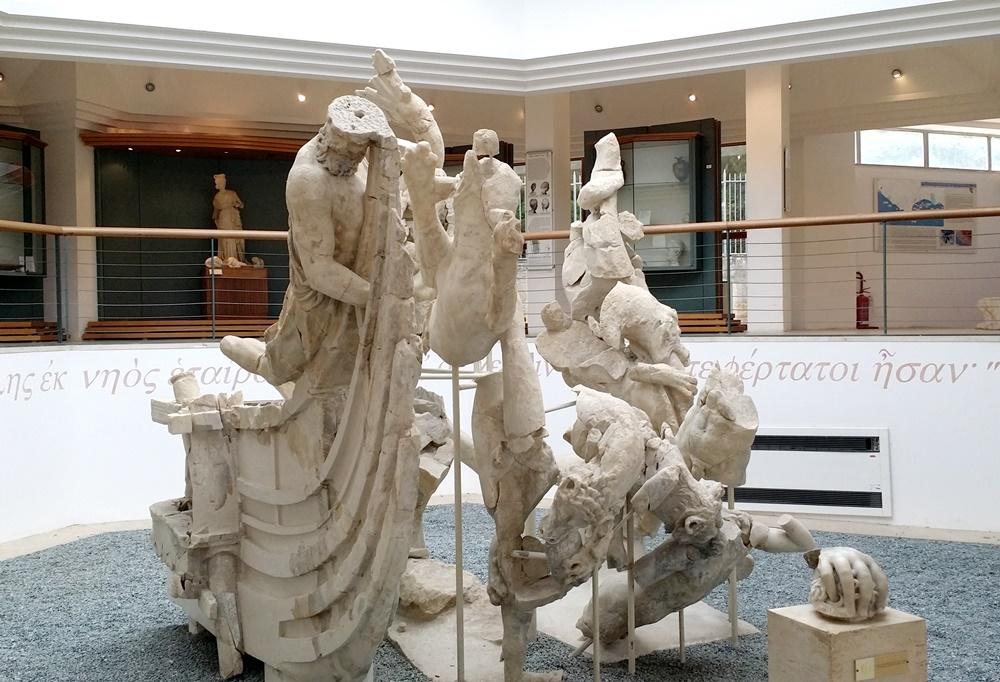 ホメロス「オデュッセイア」の一場面の彫刻