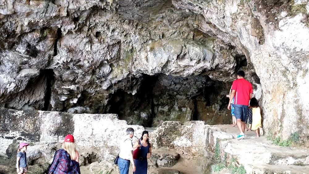 ティベリウスの洞窟の中