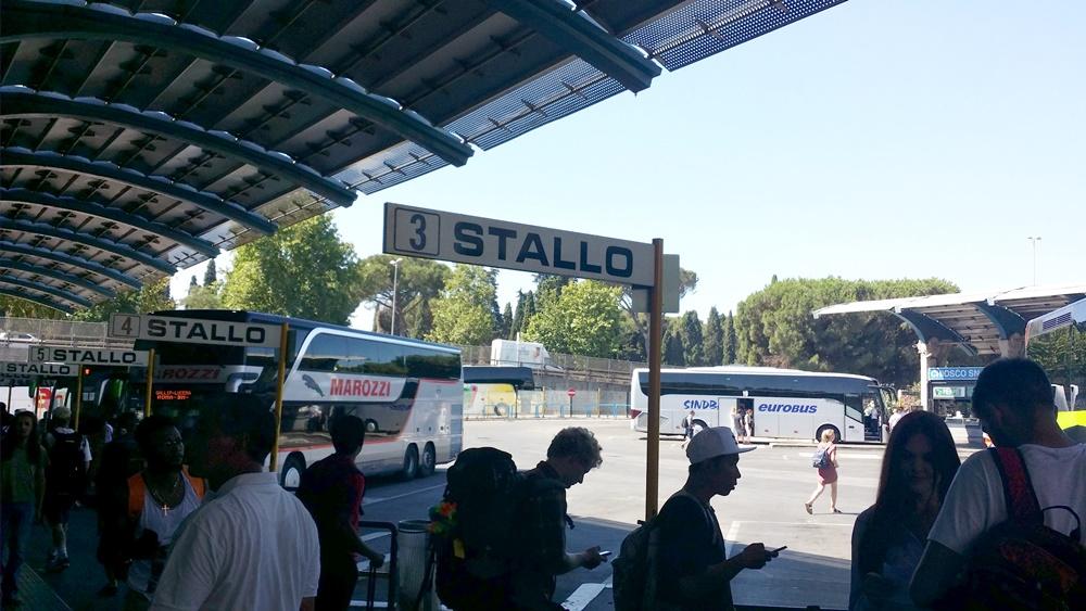 ティブルティーナ駅のバスターミナル