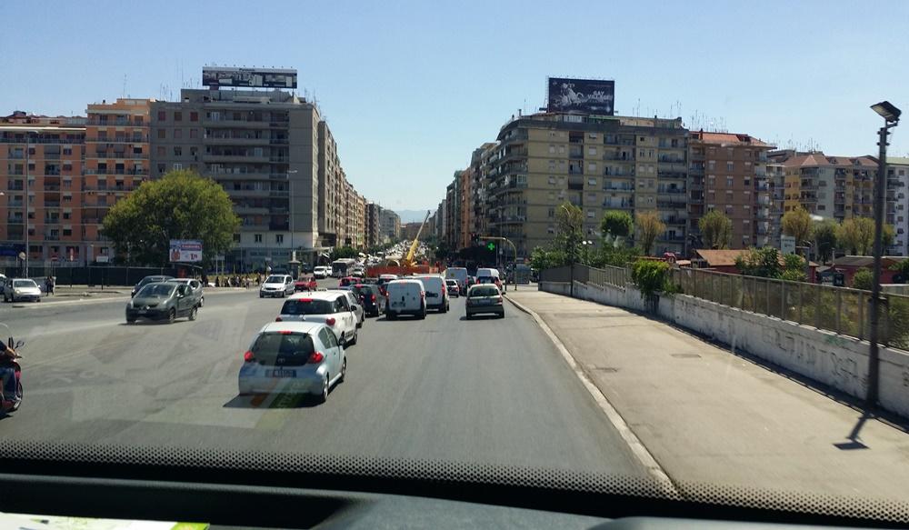 ローマからナポリのバス