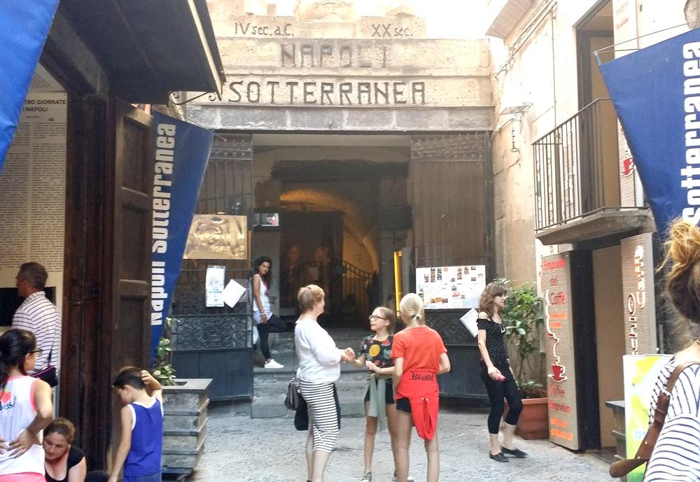 ナポリ地下都市ツアーの入口