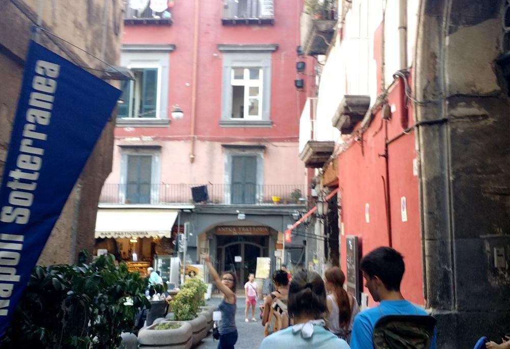 ナポリの地下都市ツアー