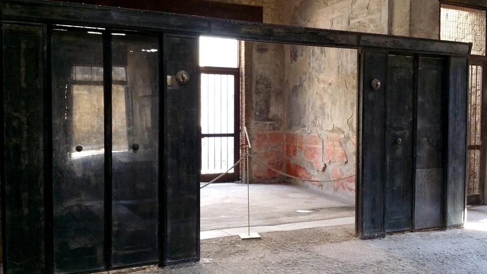 エルコラーノ遺跡の木製の扉