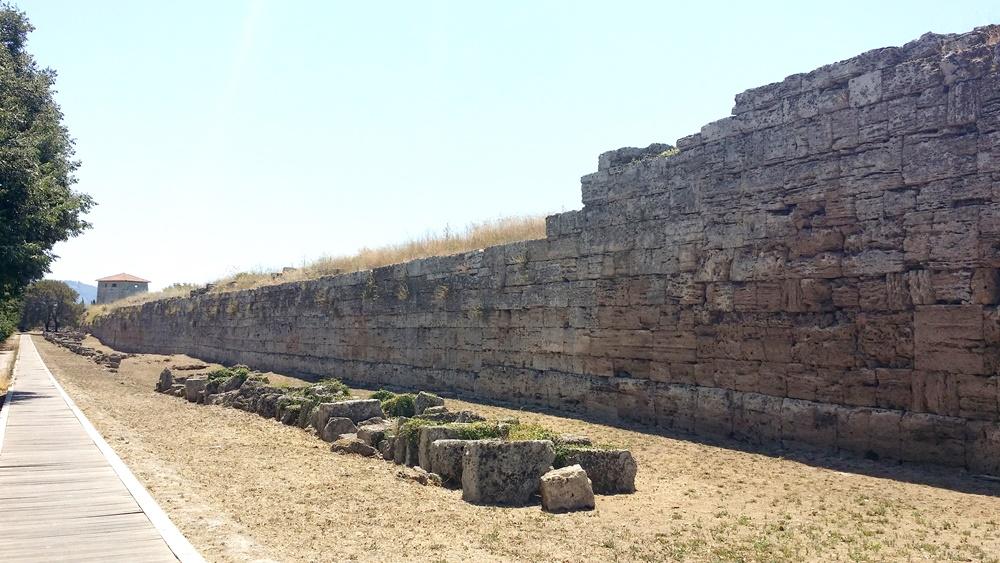 パエストゥムへの城壁