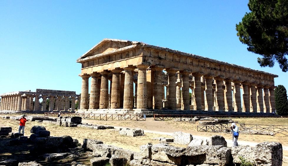 ペストゥムの巨大神殿