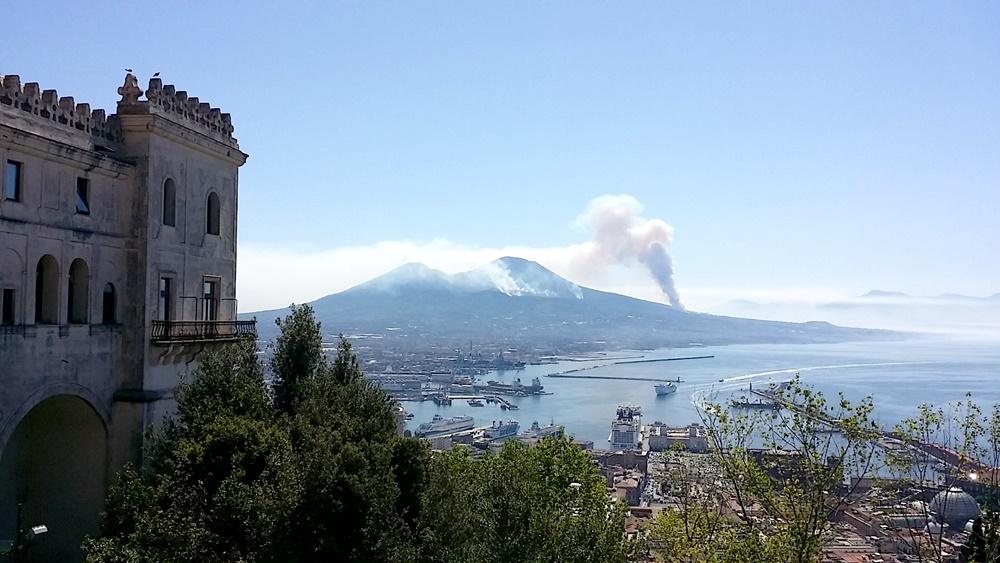 国立サン・マルティーノ美術館からのヴェスヴィオス火山
