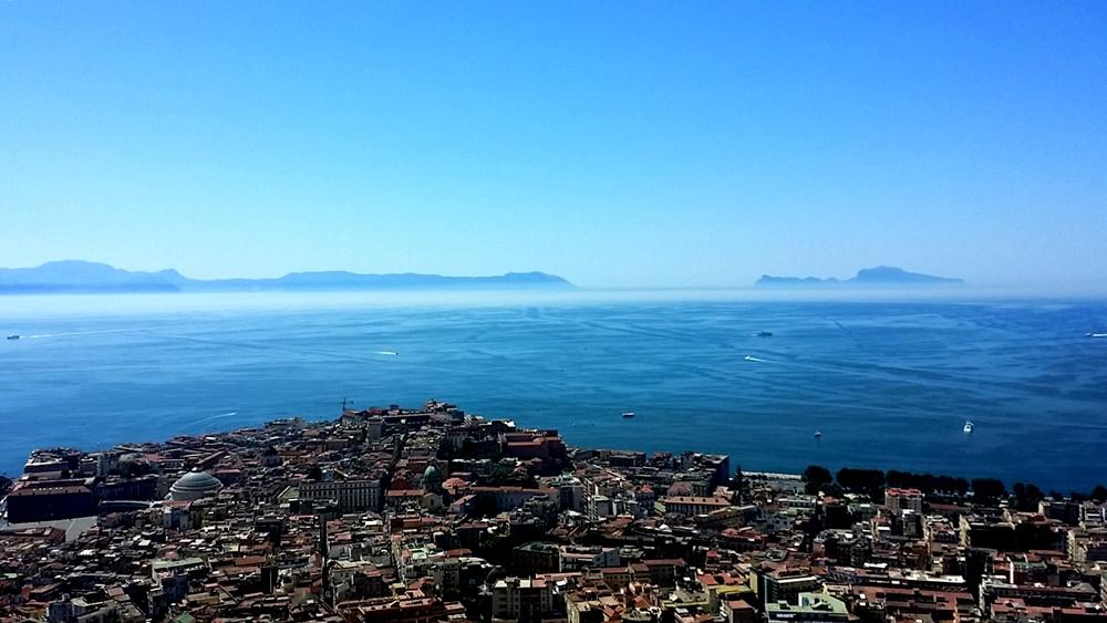 ナポリの美しい海