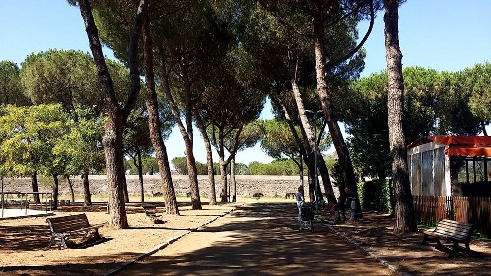ローマ水道橋公園