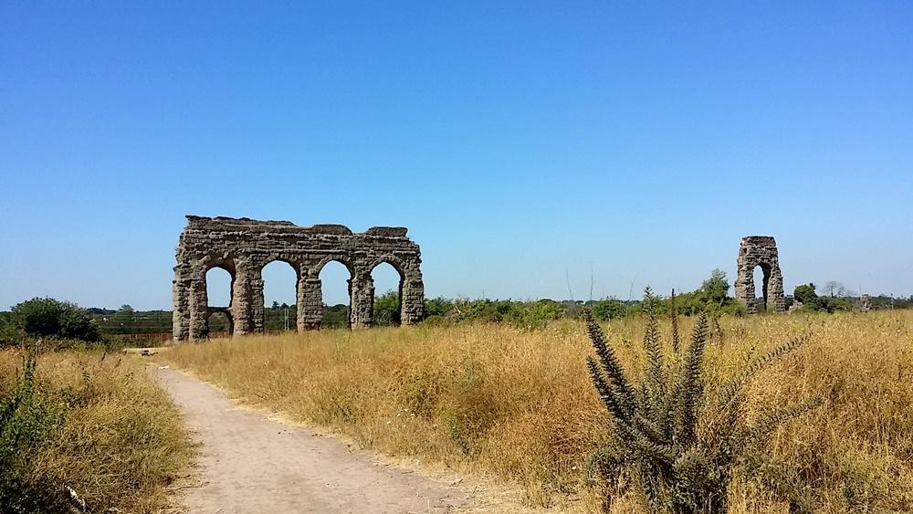 クラウディア水道橋の残骸