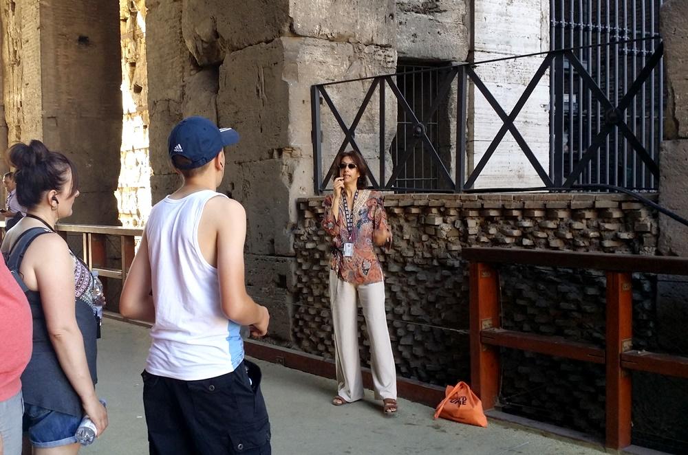 コロッセオ地下ツアーのガイドさん