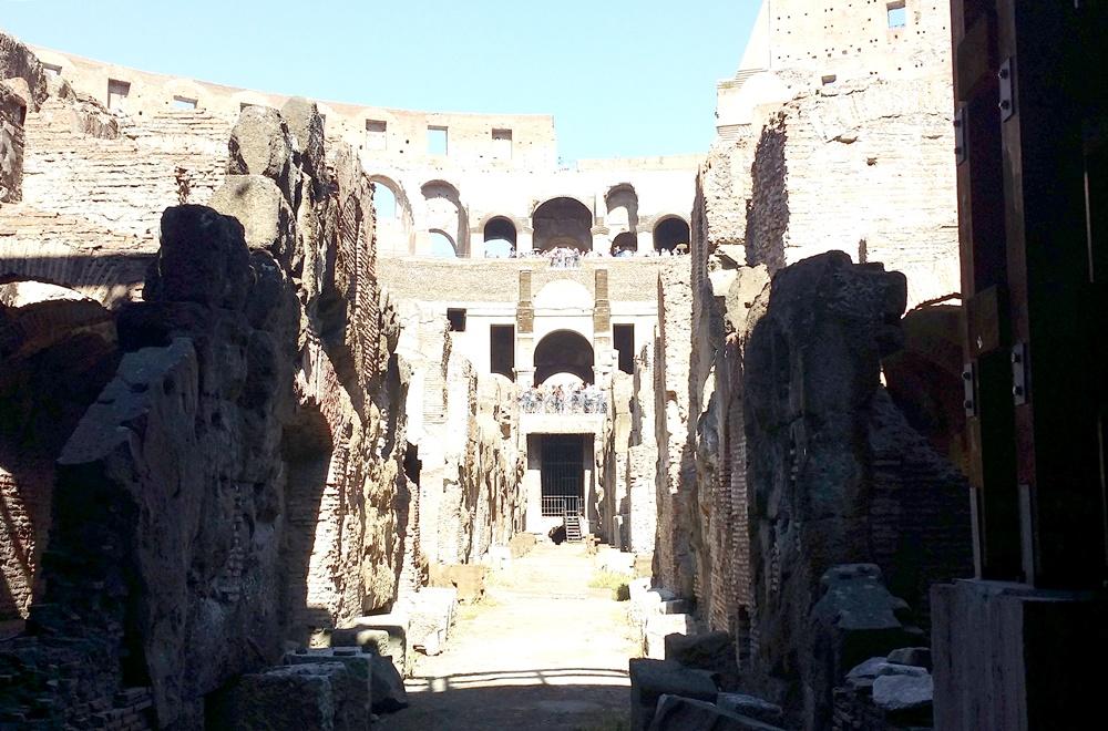 コロッセオの地下からの眺め