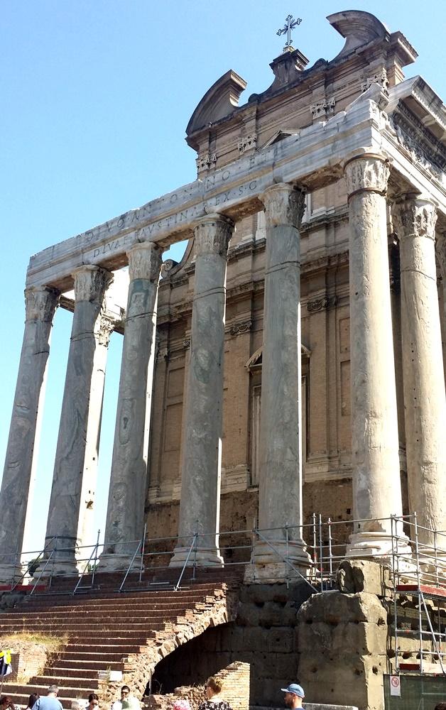 アントニヌスとファウスティナの神殿