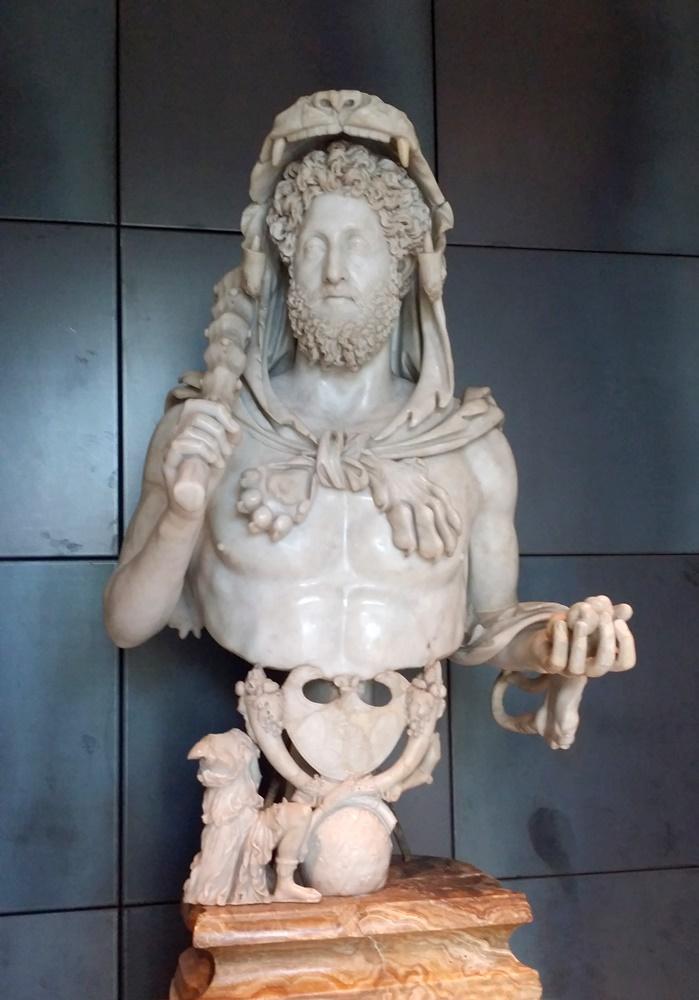 暴君コンモドゥスの像