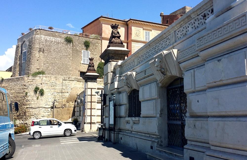 タルクィニアの門