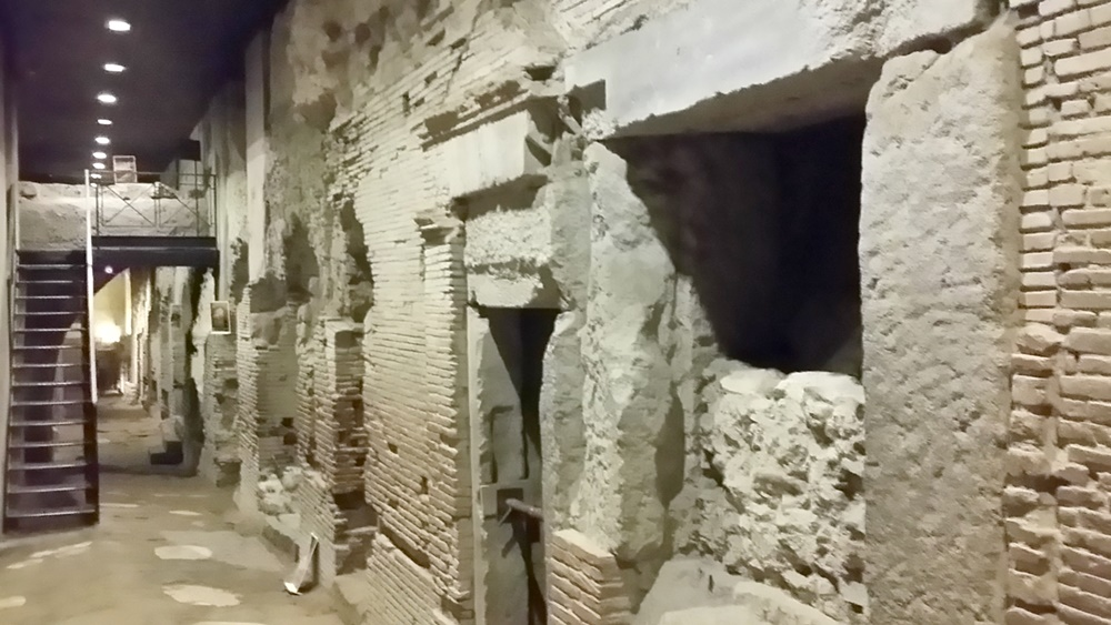 サン・ロレンツォ・マッジョーレ教会の地下遺跡