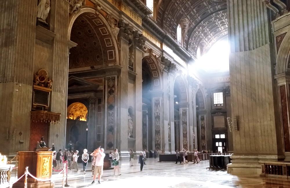 サン・ピエトロ大聖堂の光