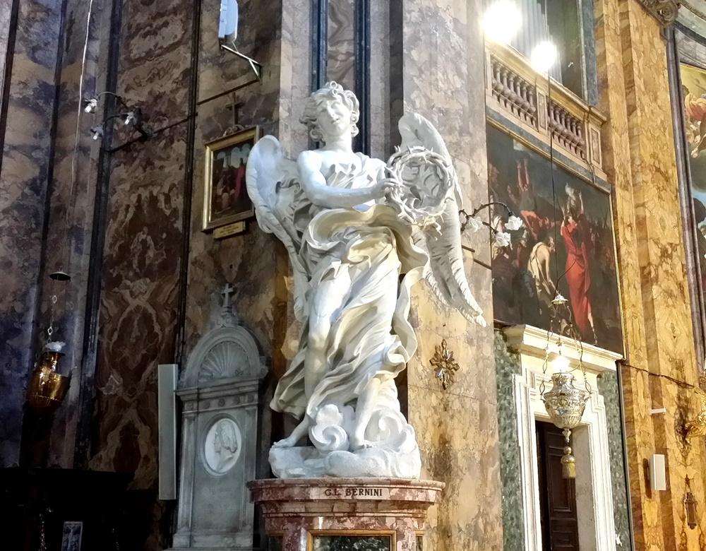 サンタンドレア・デッレ・フラッテ教会の二体の天使像