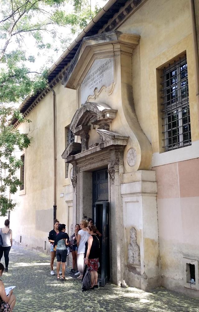 サン・クレメンテ教会の出入り口