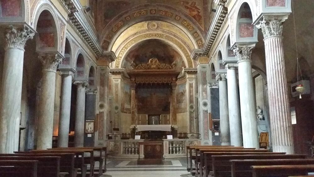 サン・ニコラ・エ・カルチェレ教会内部
