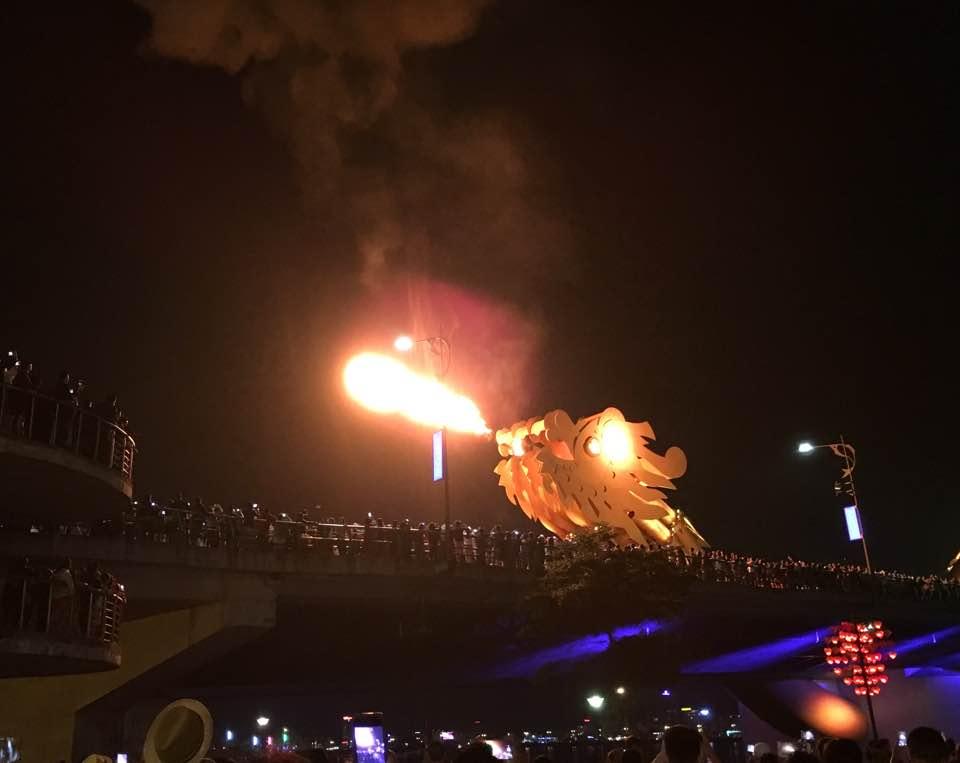 ドラゴン橋パフォーマンス観光情報ダナンベトナムタクシー