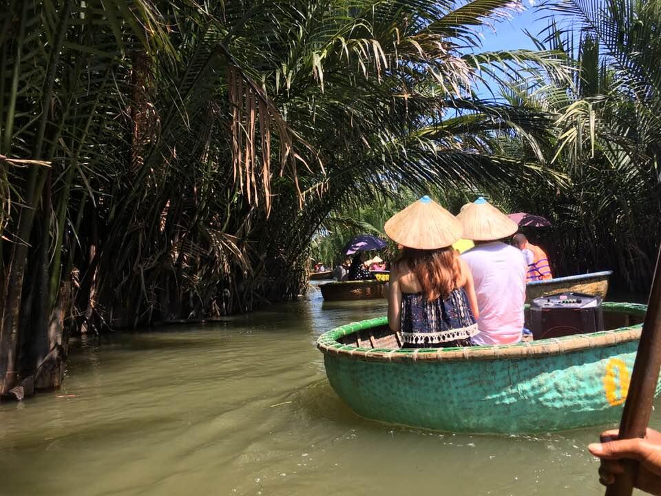 お椀ボートホイアンベトナム