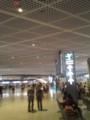 成田空港。薄暗い。