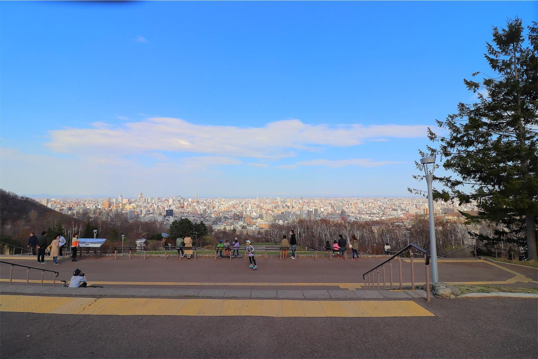 旭山記念公園の昼間の景色