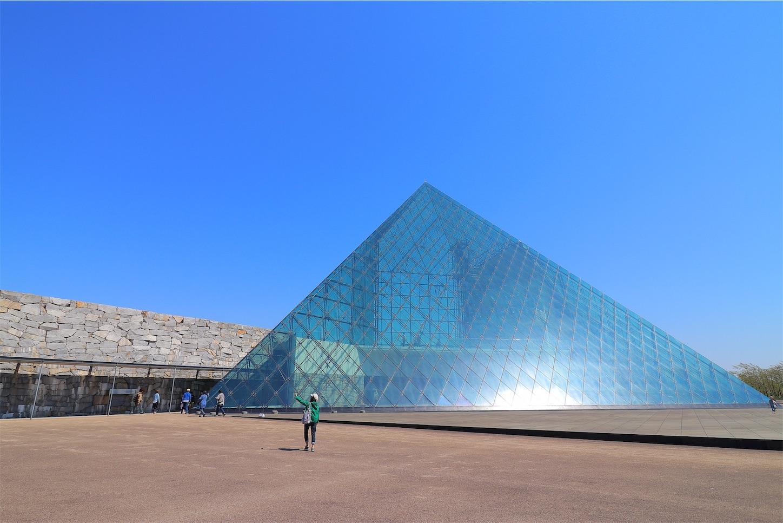 モエレ沼公園のガラスのピラミット