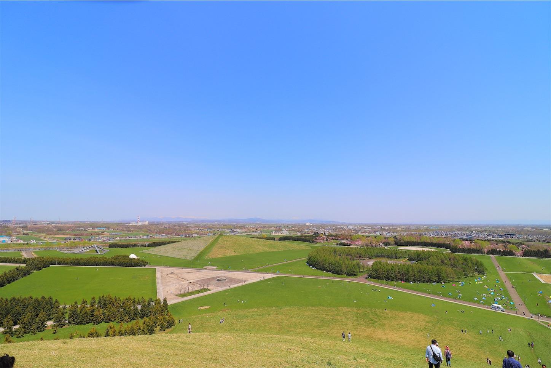 モエレ山から見たモエレ沼公園の景色です