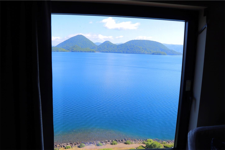 洞爺サンパレスのお部屋から見た洞爺湖の景色