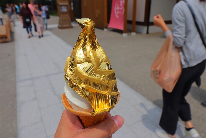 名古屋とうふ河口の金箔豆腐ソフトクリーム
