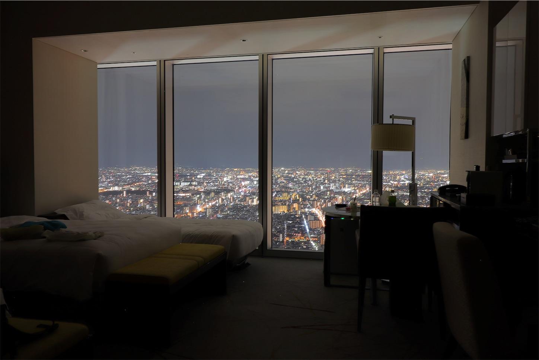 大阪マリオット都ホテルの51階から見る夜景