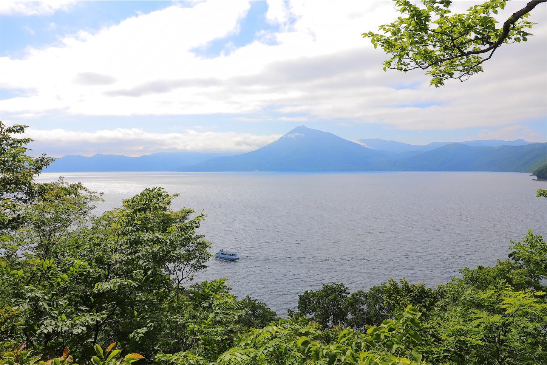 休憩村広場から見た支笏湖の景色
