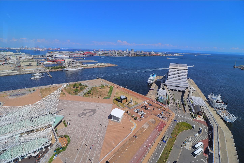 神戸ポートタワーの展望台5階から見たメリケンパークの景色