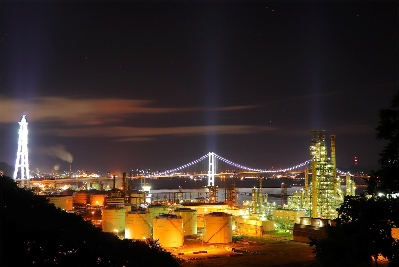 白鳥大橋と工場夜景のコラボレーション