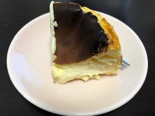 シクス バイ オリエンタルホテルの「バスクチーズケーキ」