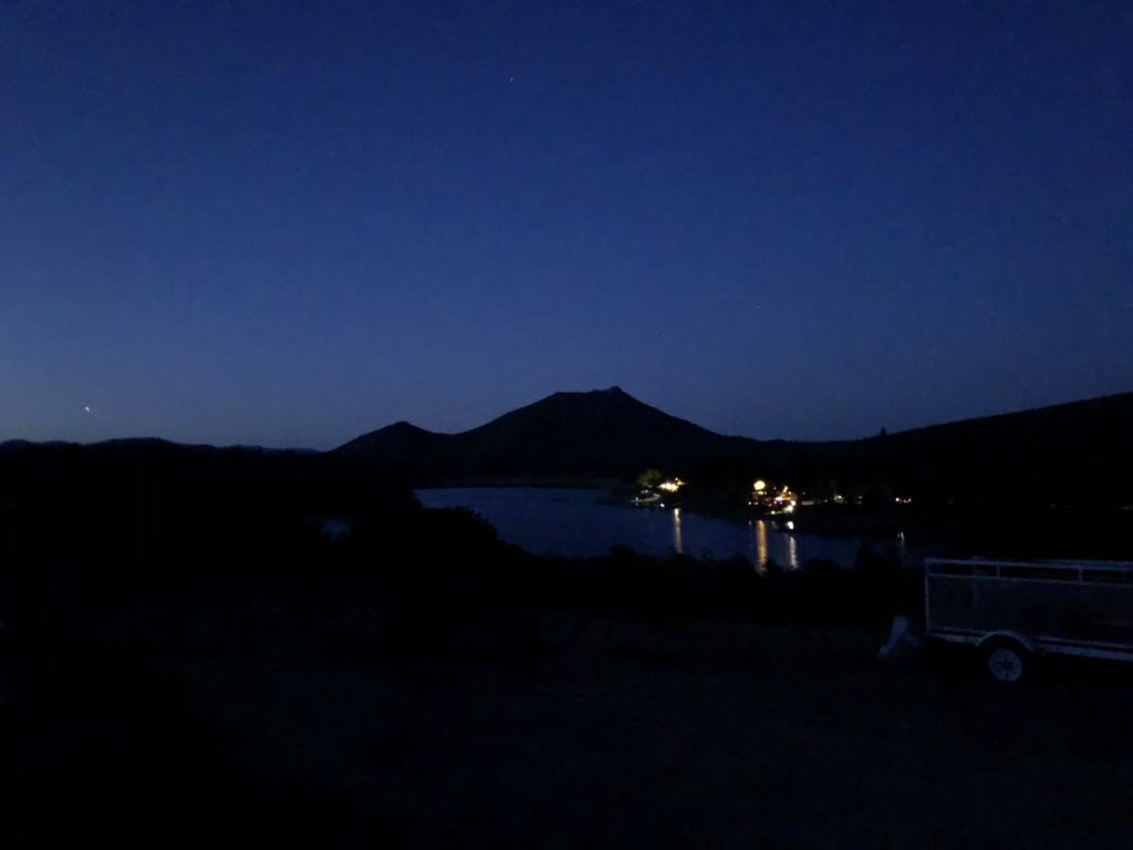 夜明け前のカヤマカ湖