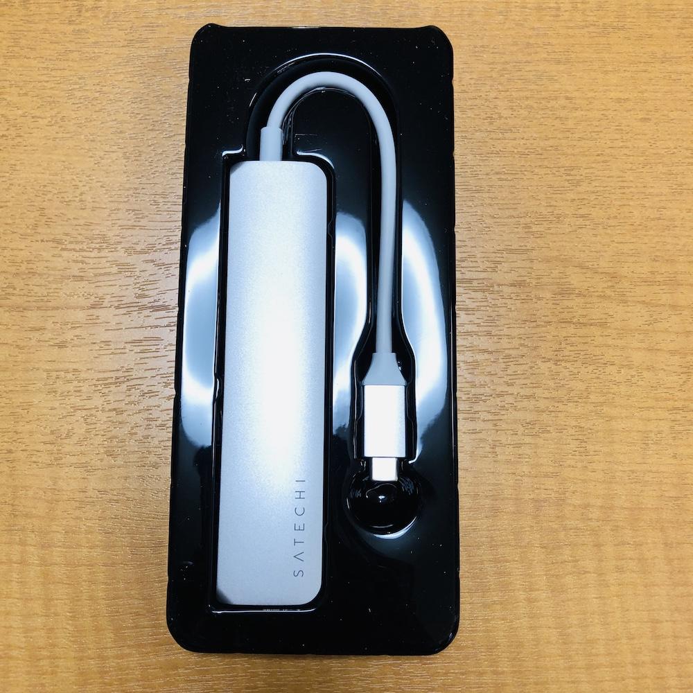 SATECHI SLIM V2 USBハブ 取り出したところ