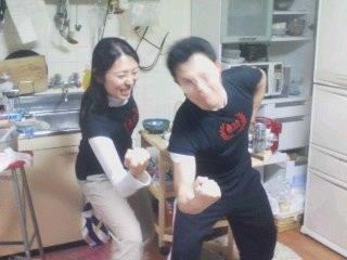 20100424 コセ1号&2号宅にて結婚祝賀会 IMのTシャツを着て