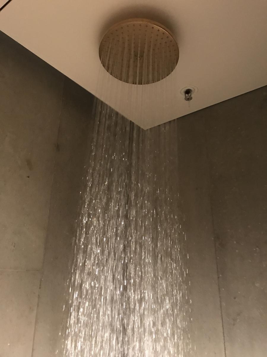 キャセイラウンジ シャワー