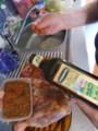 ラム肉をオイルとハーブでマリネ
