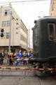 電車待ちの子供御輿とレトロカラーの電車(SE62 C#862-762)