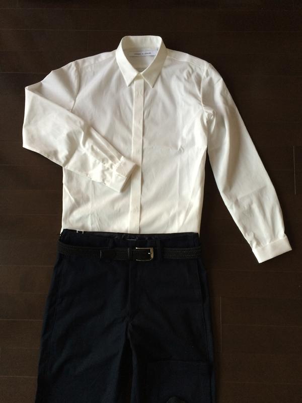 白シャツとノータックパンツ