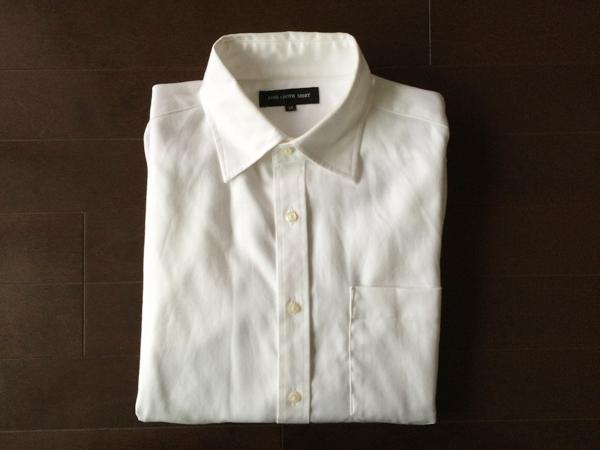 セミワイドカラーの白シャツ