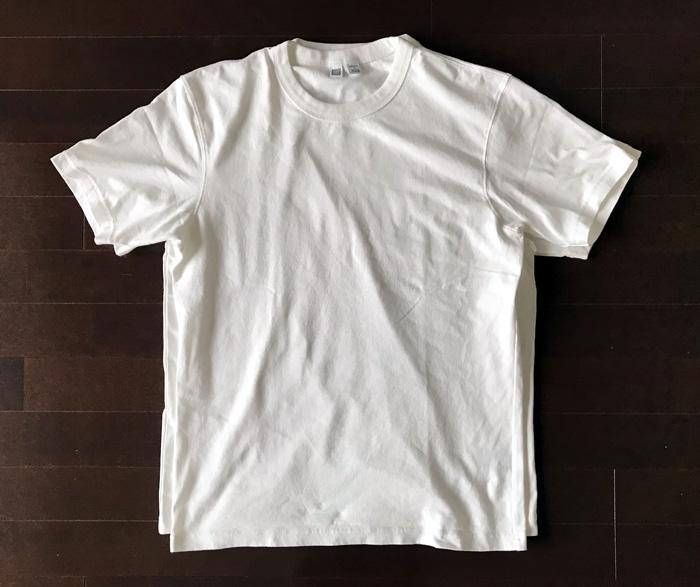 ユニクロと無印良品白Tシャツのシルエットを比較1