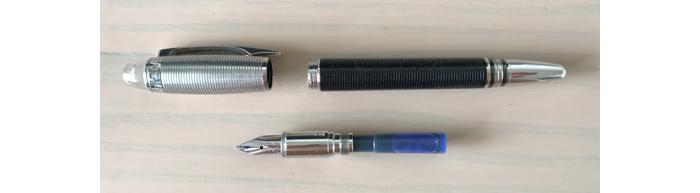 カートリッジ式の万年筆