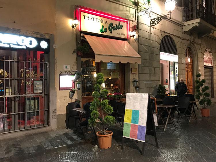 フィレンツェ駅近くの食堂で